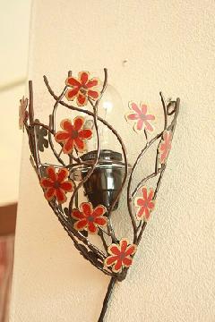アイアン ウォールランプシェード(壁掛け照明/ブラケットライト)赤い花/ブラウン