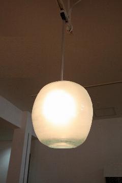 ガラス・ペンダントランプシェード(吊り下げ照明)乳白色 大 引掛けシーリングソケットコード付き