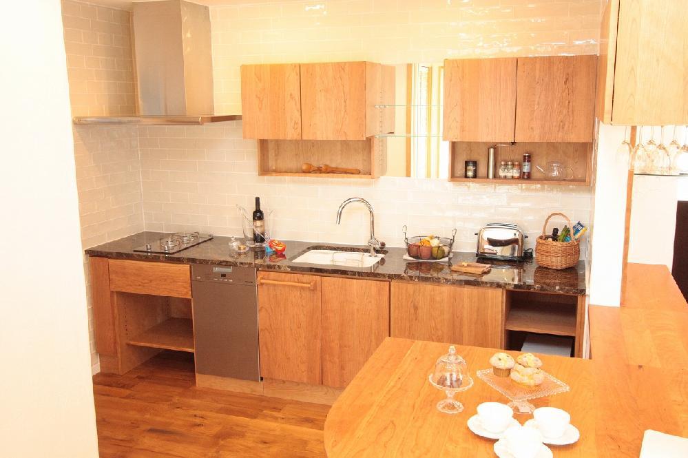 ブラックチェリー材キッチン