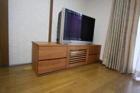 ブラックチェリー材TVボード取っ手なしデザイン