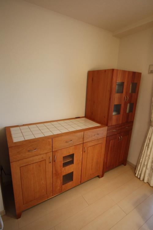 ブラックチェリー材キッチンカウンター天板磁器タイル