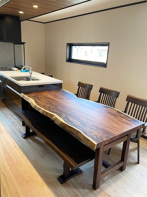 一枚板テーブル モンキーポッド