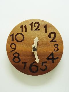 木の時計 004 (紅タブ)
