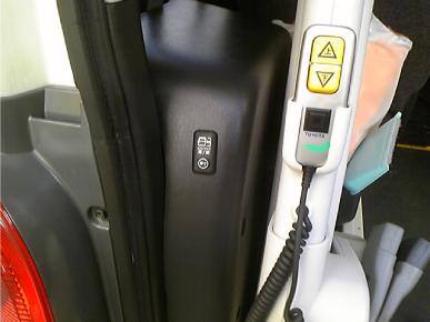 ハイエース、クイックタッチでスライドドアスイッチの増設例