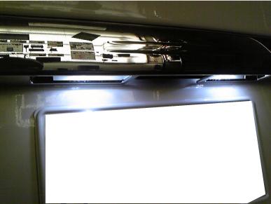 ハイエースのナンバー灯LED取付例