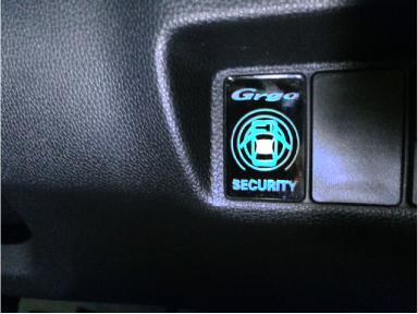 新型フィットハイブリットにアクリルインジケーター取り付け例