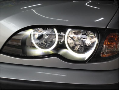 BMW318iツーリングのHIDとイカリング取り付け例