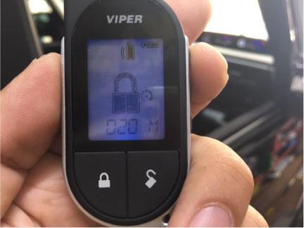 新型ステップワゴンスパーダのVIPER取り付け例