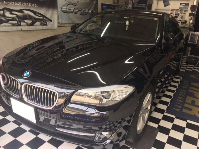 BMWのフロントカメラ取り付け例