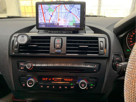 BMW1シリーズのナビゲーションとスピーカー取り付け例