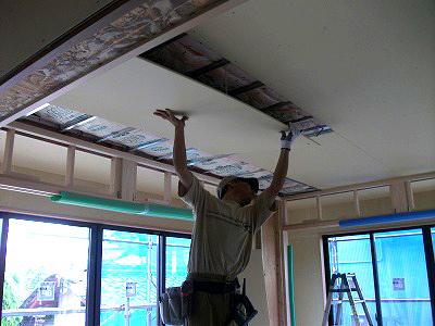 天井、壁:プラスターボード張り