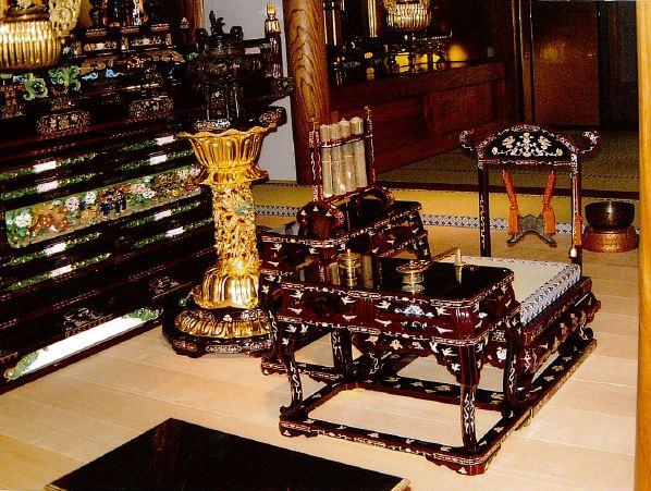 六鳥型常香盤と阿弥陀堂型礼盤