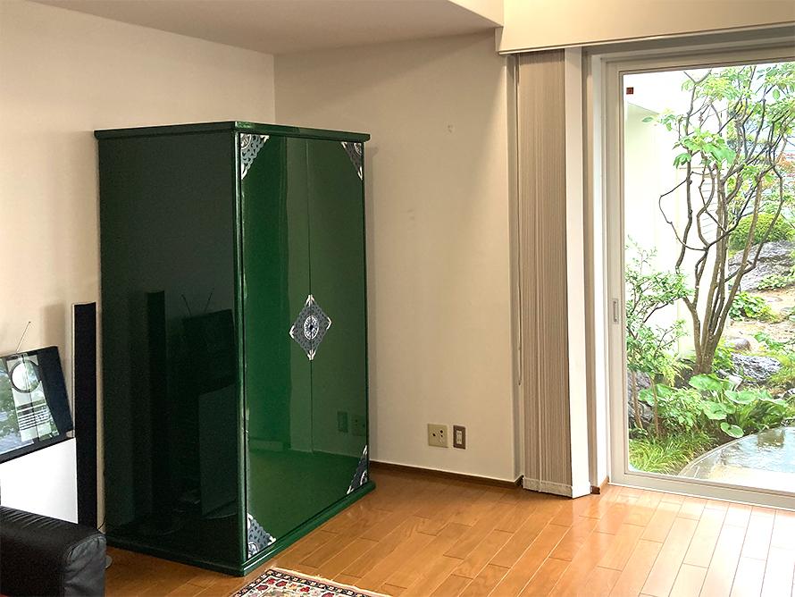 青漆を使ったお仏壇収納箱の扉閉