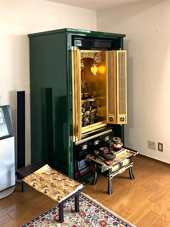 青漆を使ったお仏壇収納箱の扉開