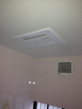 横浜市都築区すみれヶ丘 TOTOの天井埋め込み型浴室暖房 新規取付け工事
