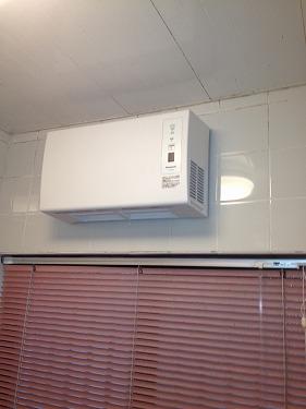 横浜市港南区 壁掛形浴室暖房新規取付工事