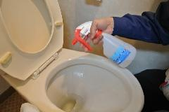 強アルカリイオン電解水使用による便所トイレ清掃 ・除菌作業
