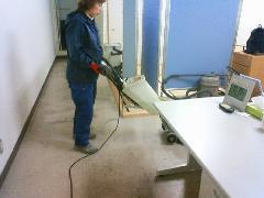 新宿区 オフィスビル内の床面定期清掃