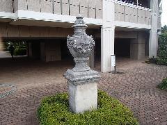 東京都大規模マンション 石材オブジェ洗浄、塗替え防汚コーティング�@