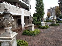 東京都大規模マンション 石材オブジェの洗浄、塗り替え防汚コーティング�A