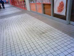 ショッピングモールの床洗浄