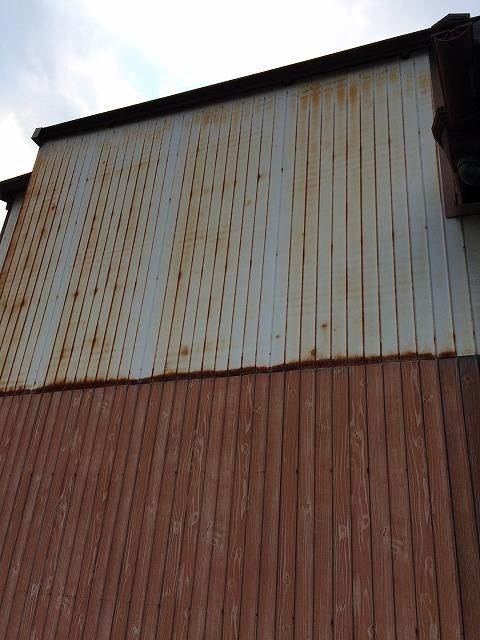 古くなったトタンの外壁