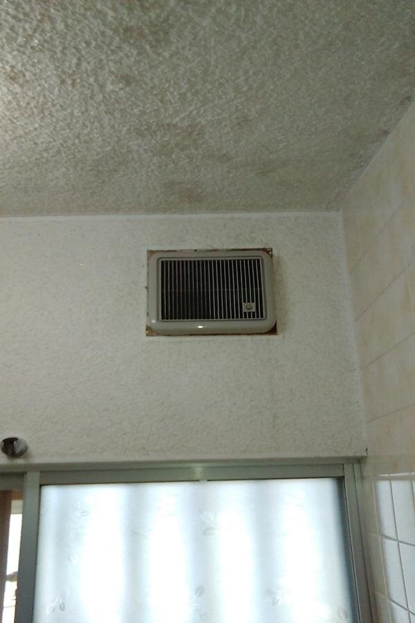 Y邸 浴室換気扇 before