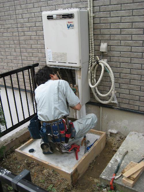エコキュート移行のため ガス;給湯器の取り外し
