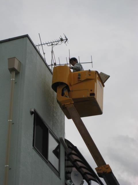 高所作業者によるアンテナ設置工事