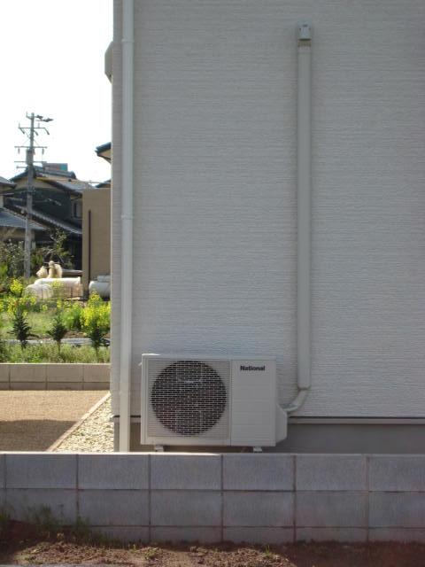 エアコン配管カバー グレーを使用・・・追加工事5,000円