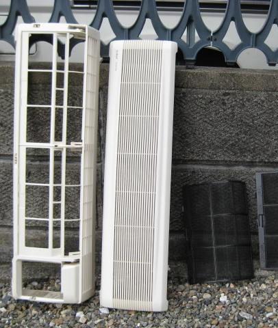 エアコン外装カバー、フイルターも洗い乾燥させます。