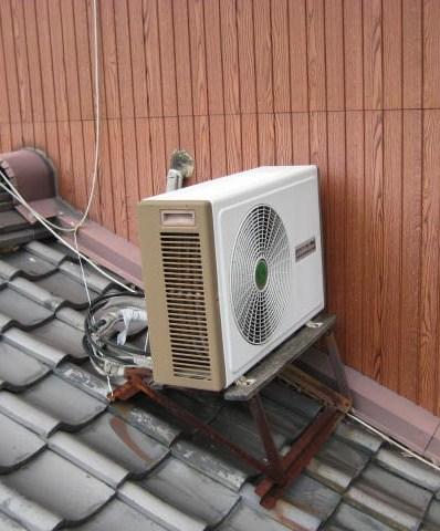 向きが悪いエアコン室外機