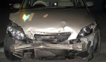 車の骨格フレームまで損傷している状態