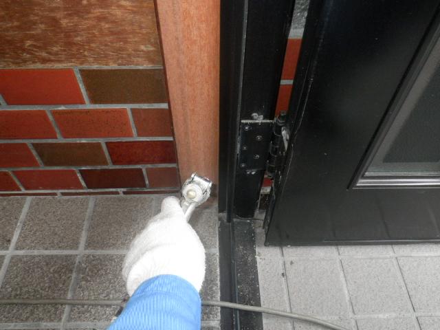 玄関枠の薬剤注入