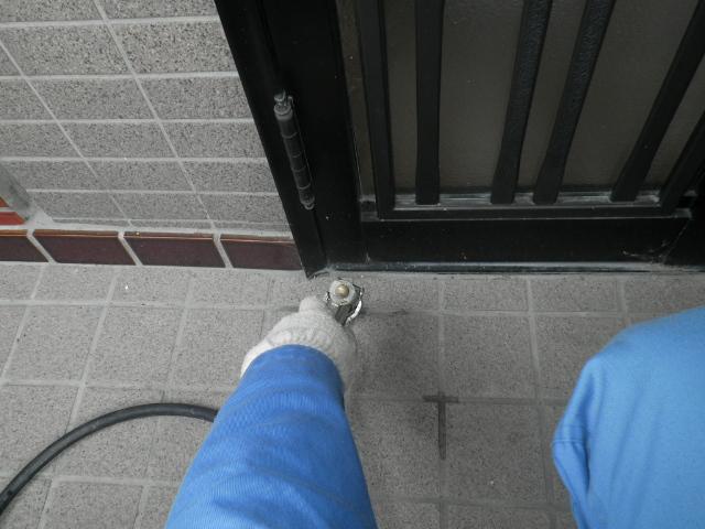 玄関土間下への薬剤注入処理
